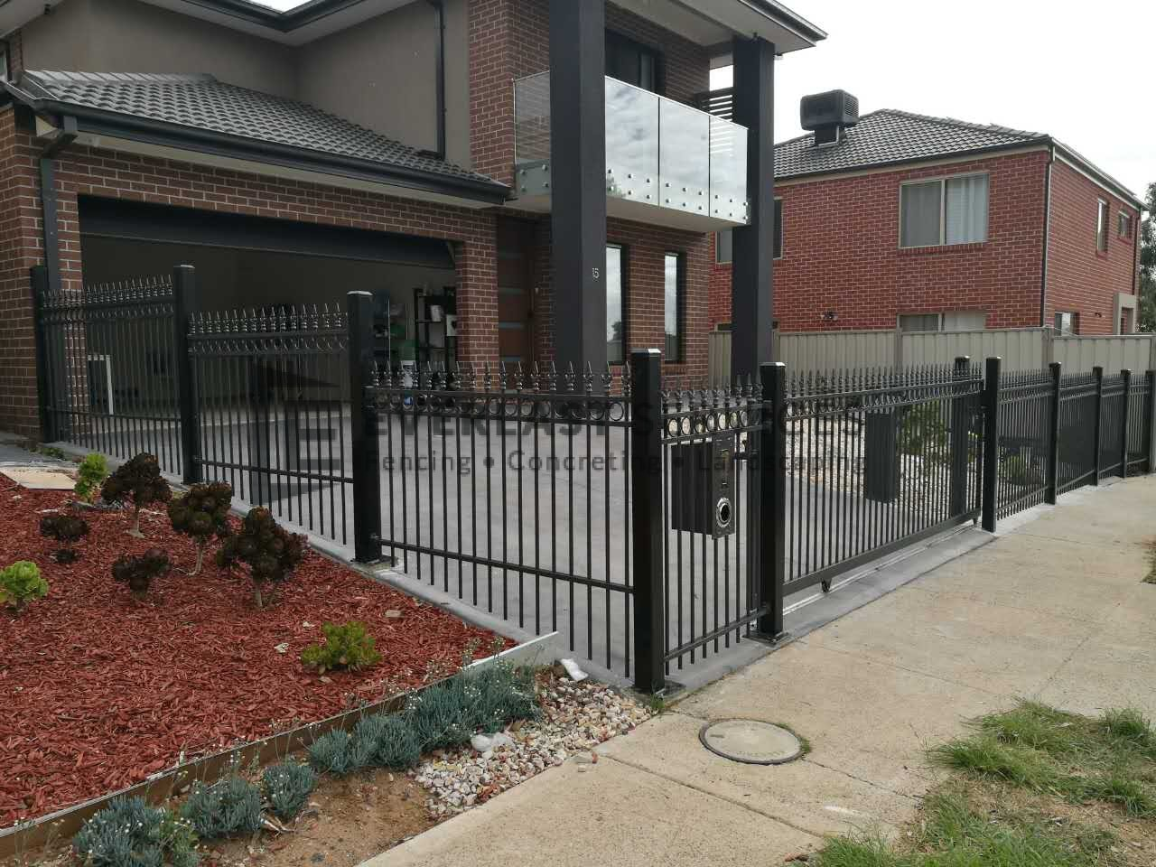 SF130 - Oxley Ring and Spear Fencing