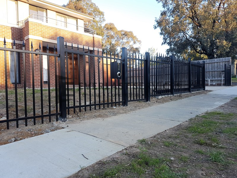 SF163 - Square Level Spear Steel Fencing