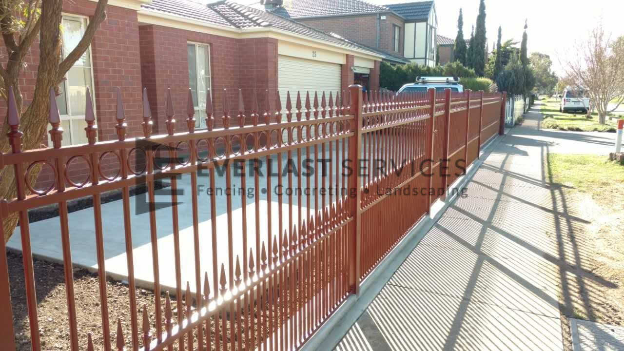 SF118 - Manor Red Double Spear Steel Fencing Side View