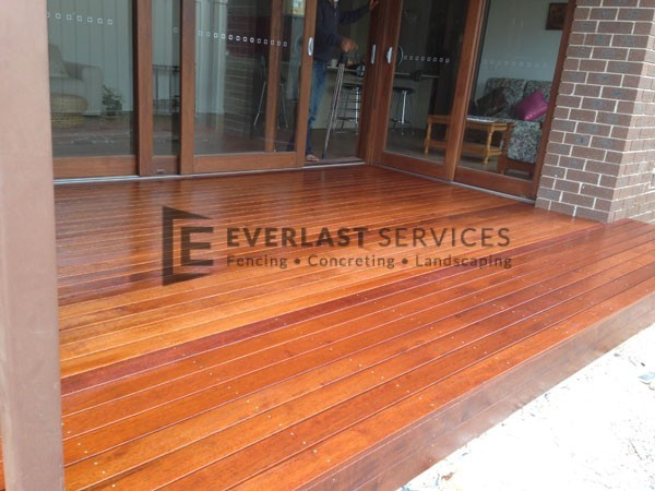 T11 - Timber Decking in Outdoor Entertainment Area