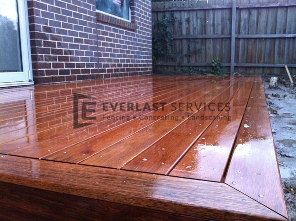 T17 - Close Up of Timber Decking