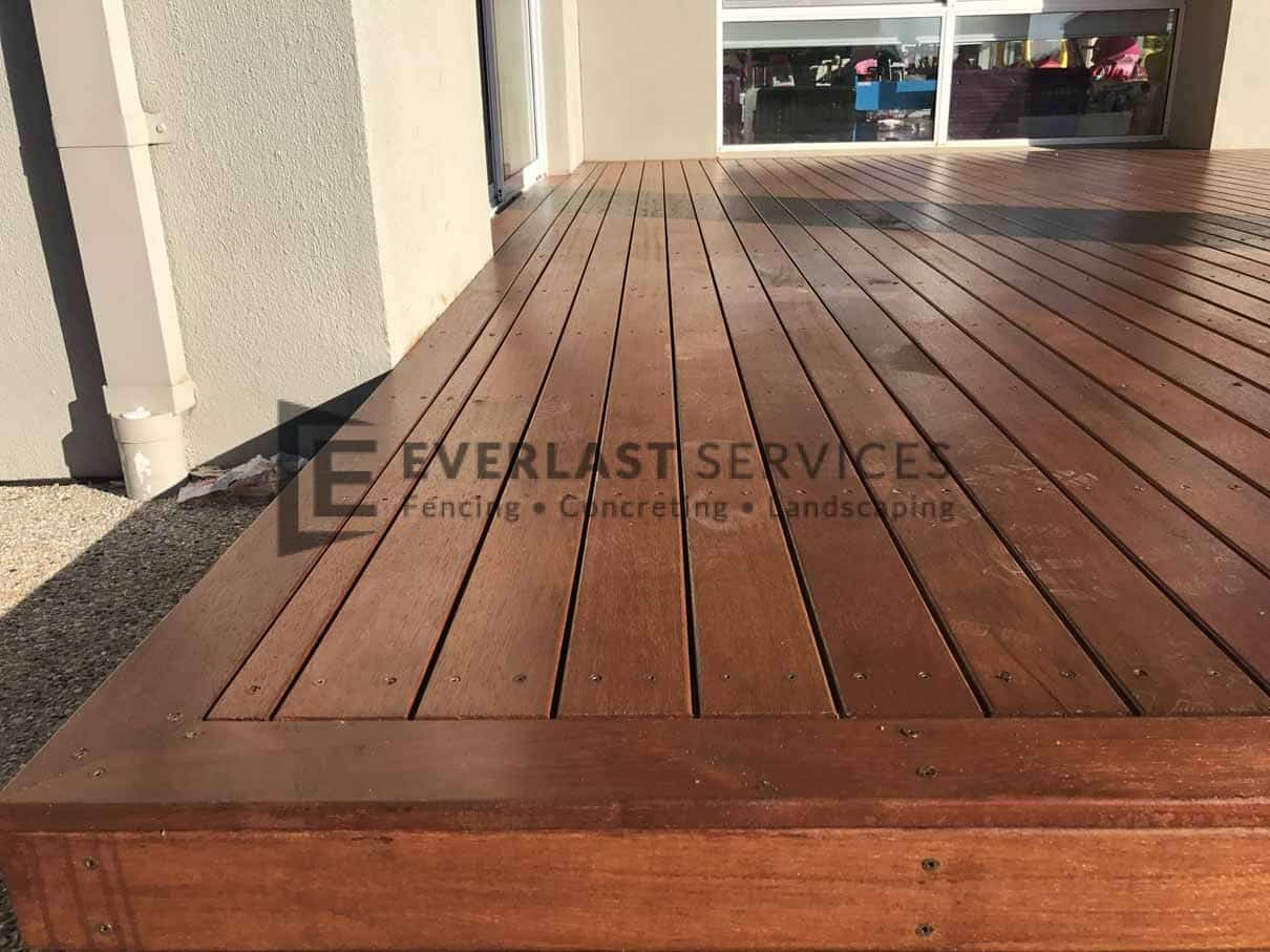 T75 - Close Up Decking