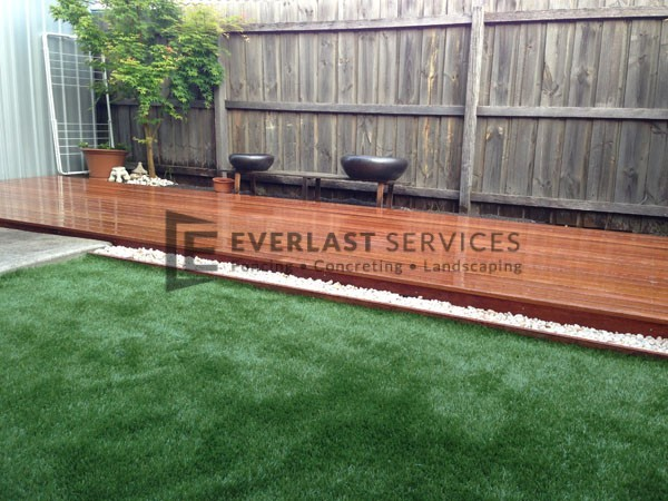 L1 - Synthetic Grass with Timber Decking
