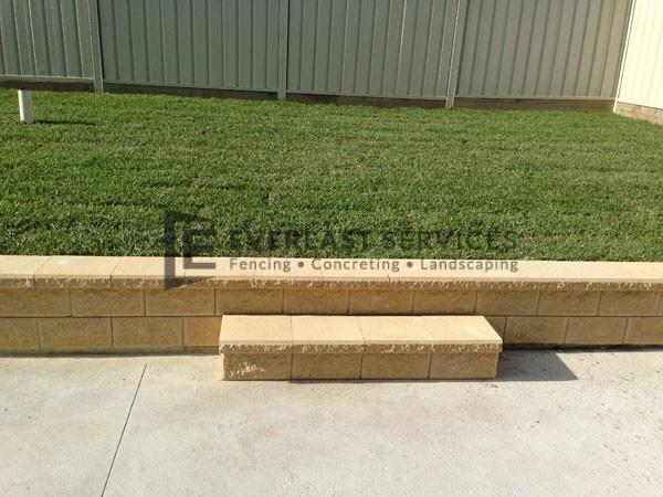 L6 - Versa Wall Edging wtih Palmetto Turf