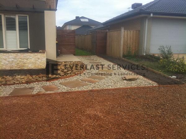 L31 - Front Yard Gravel Landscaping