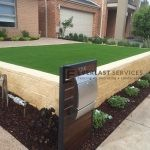 L5 - Versa Wall Retaining Wall with Synthetic Grass