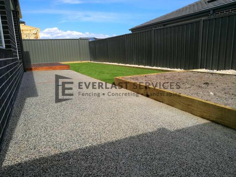 EA61 - Backyard Exposed Aggregate with Synthetic Grass and Decking