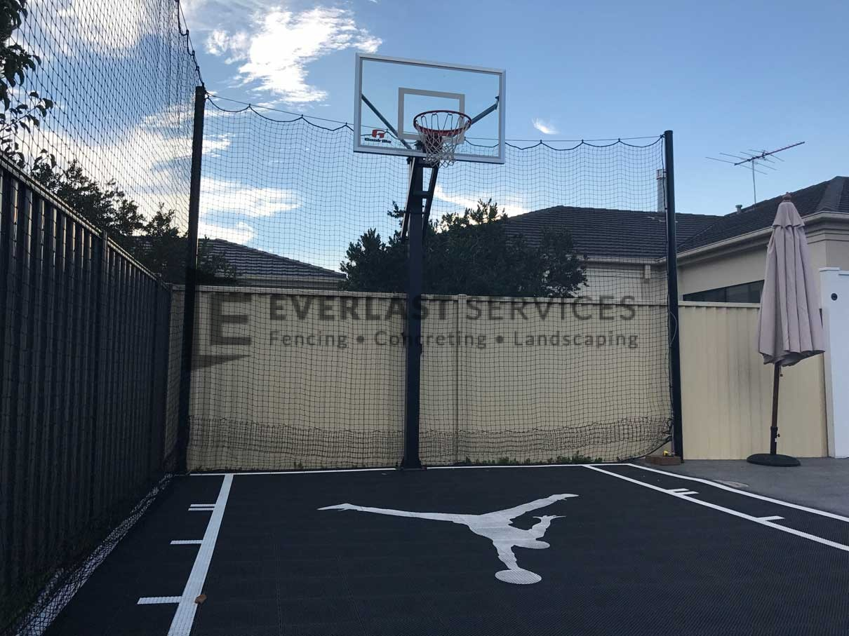 L82 - Basketball Court