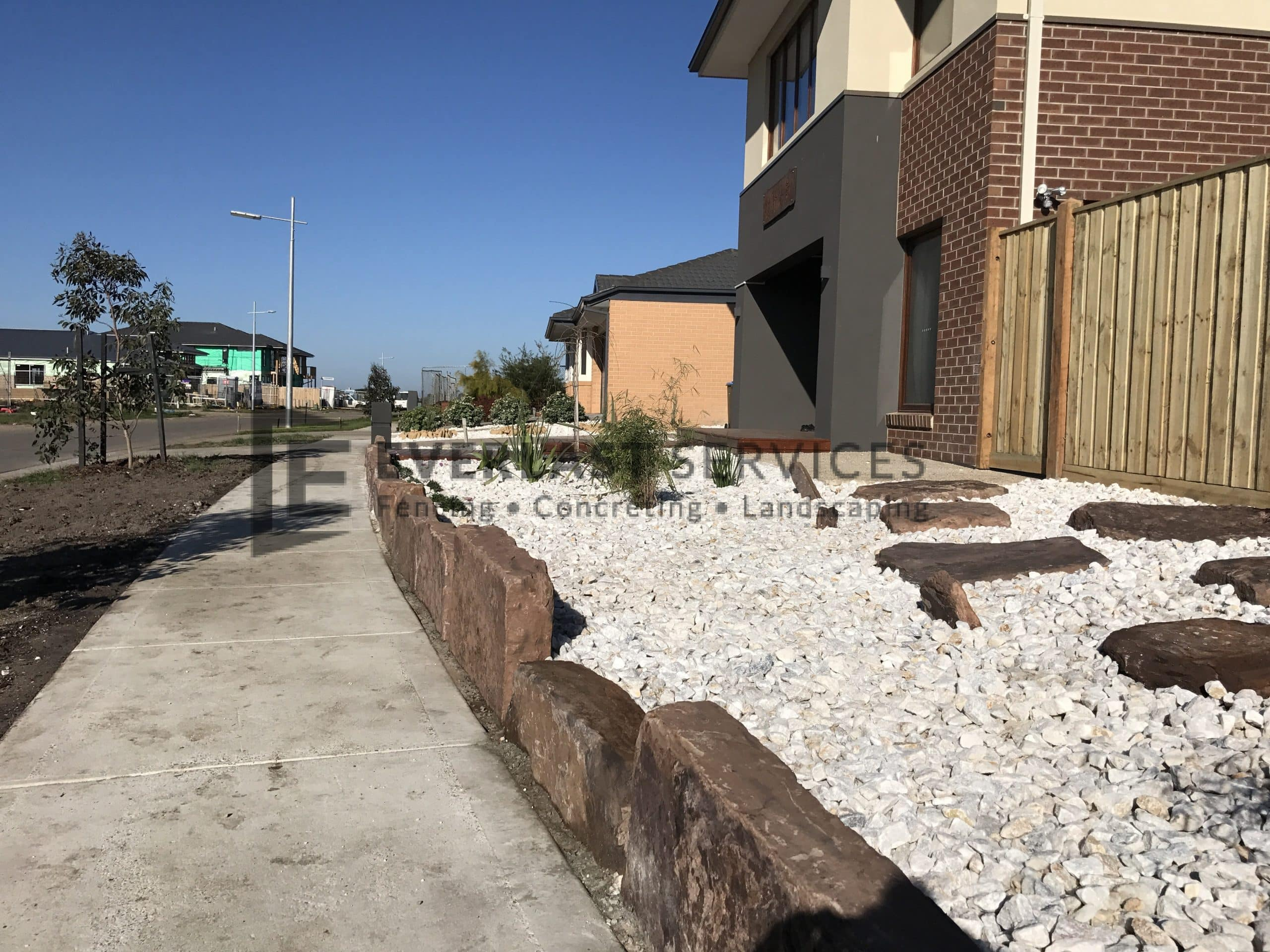 L85 - Front Mud Rock Retaining Wall + White Ice Pebble