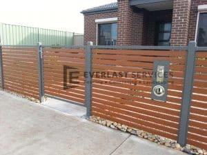 A53 - Gate in aluminium slat fence
