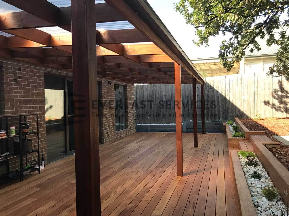 L68 - Laminated Post Timber Verandah