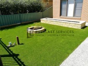 L117 - Synthetic Grass with Versa Wall Garden Box & Miniwall Garden Wall Angle 2