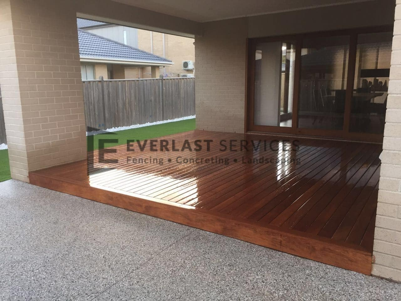 LL5 - Backyard Decking + Synthetic Grass