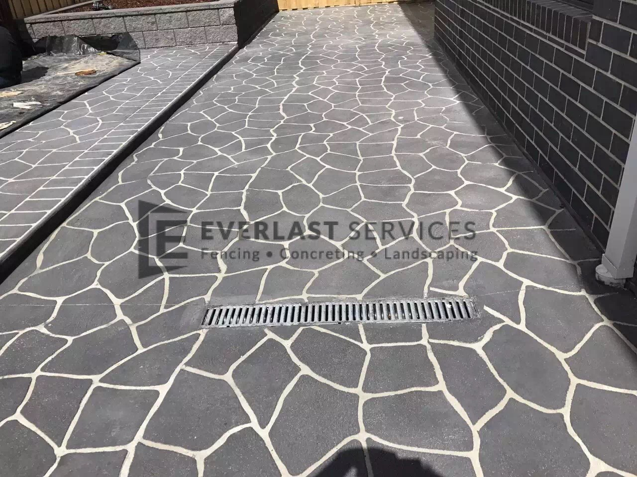 STE11 - Bush Rock Stencil Concrete