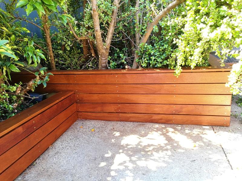 L134 - Merbau Garden Box Corners