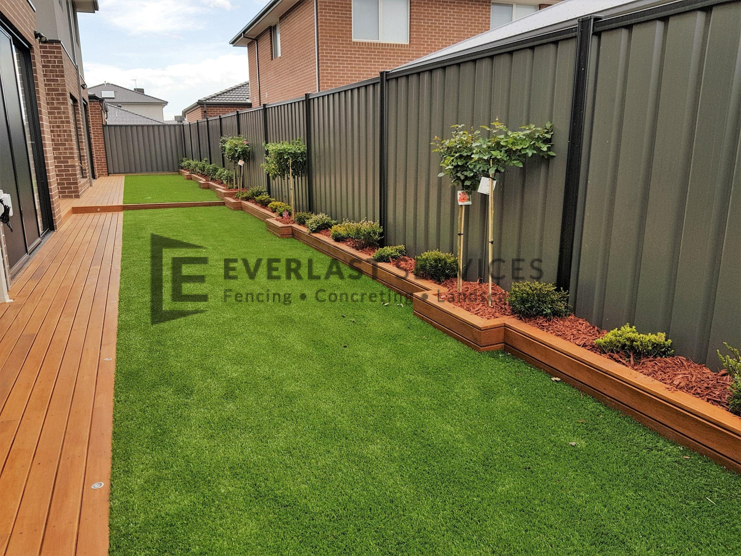 L220 - Back Garden with Cladded Edging