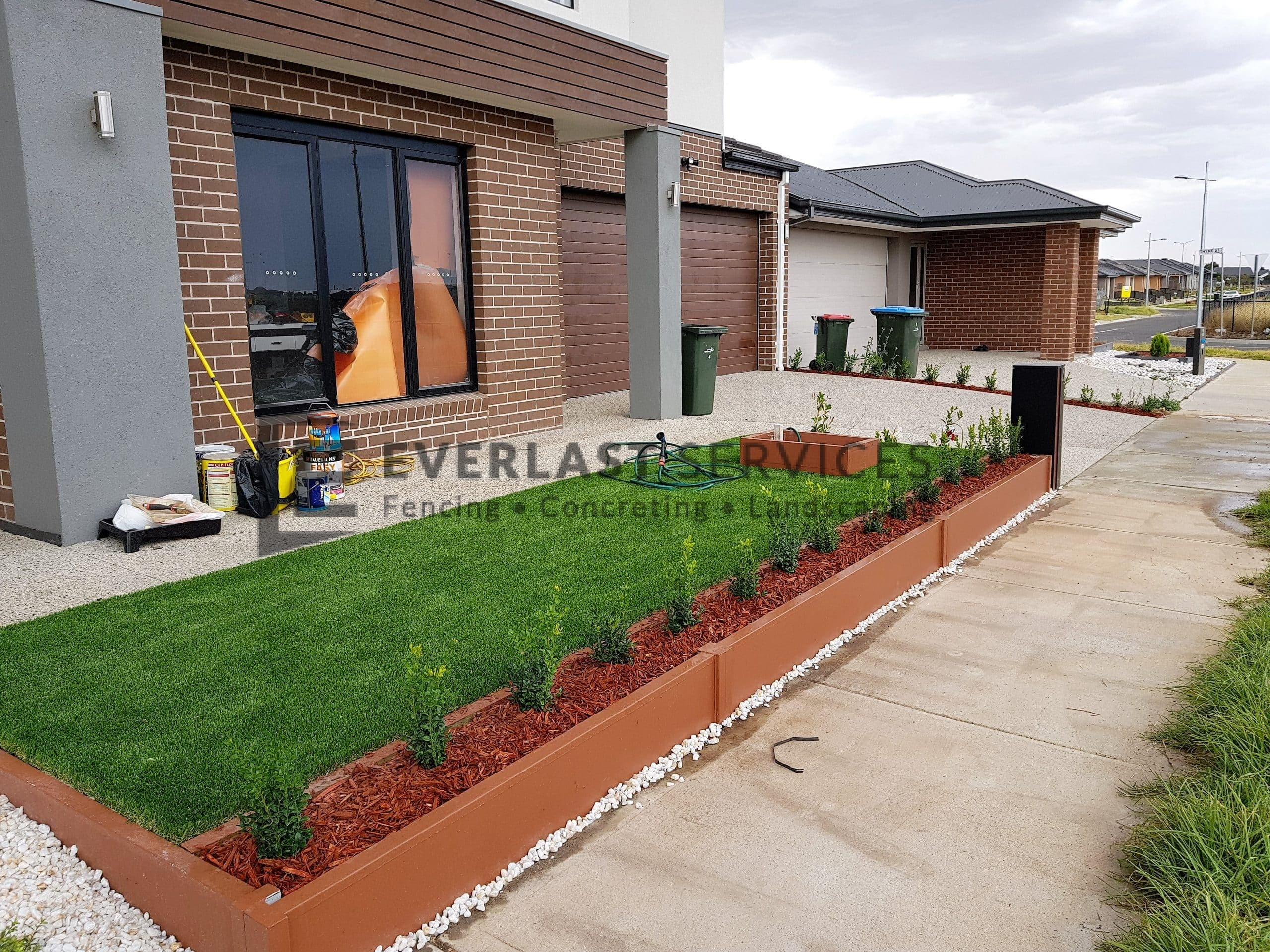 L219 - Modular Retaining Wall with Synthetic Grass