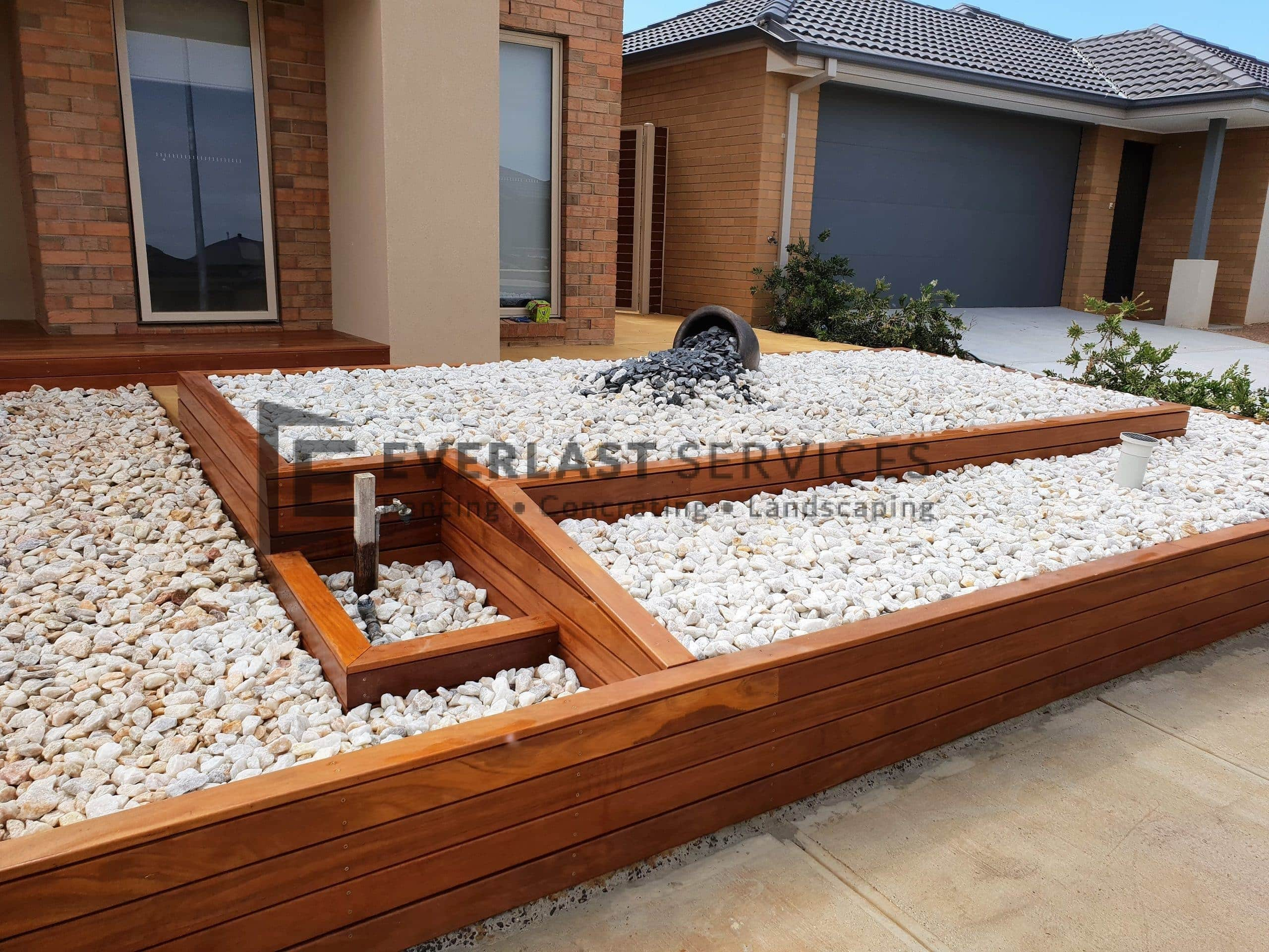 L227 - Decking Retaining Wall with Gardenbox