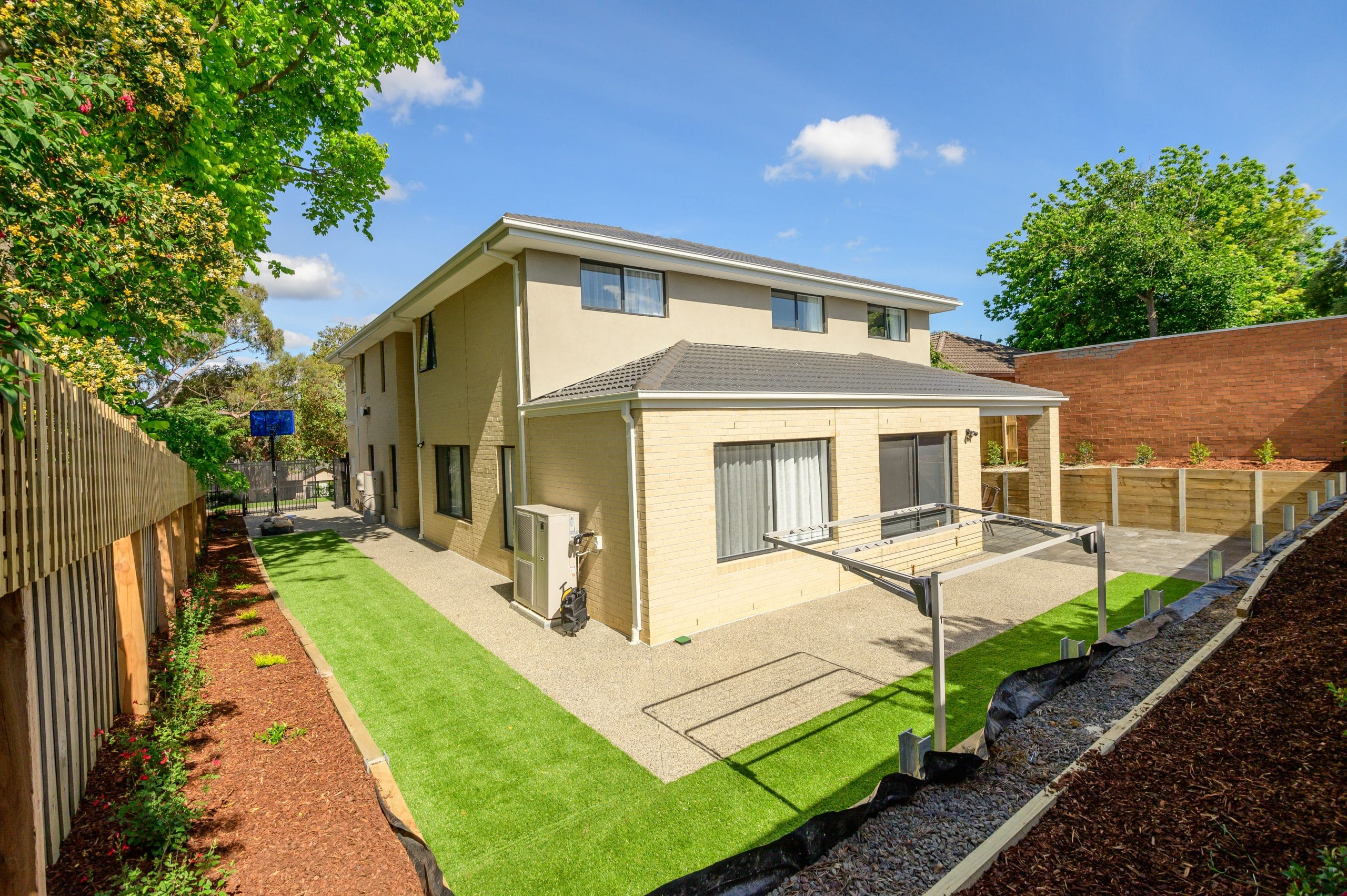 L259 - Doncaster East - Corner point of view of backyard