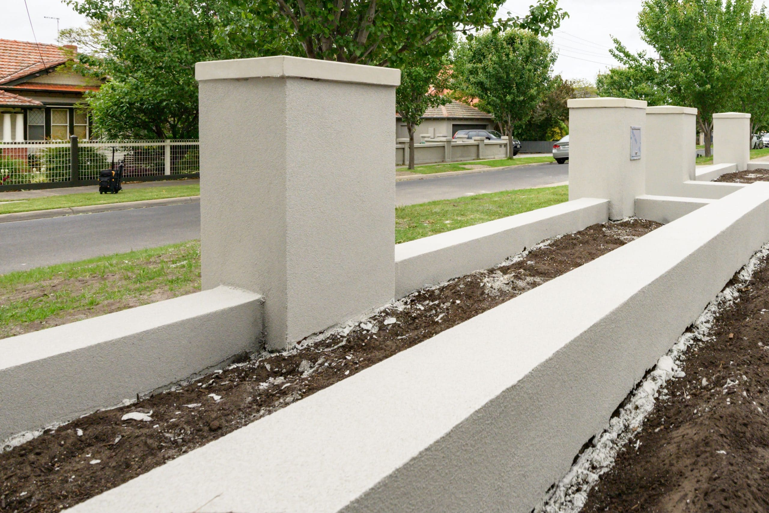 MW95 - Essendon - Front yard, fence under construction