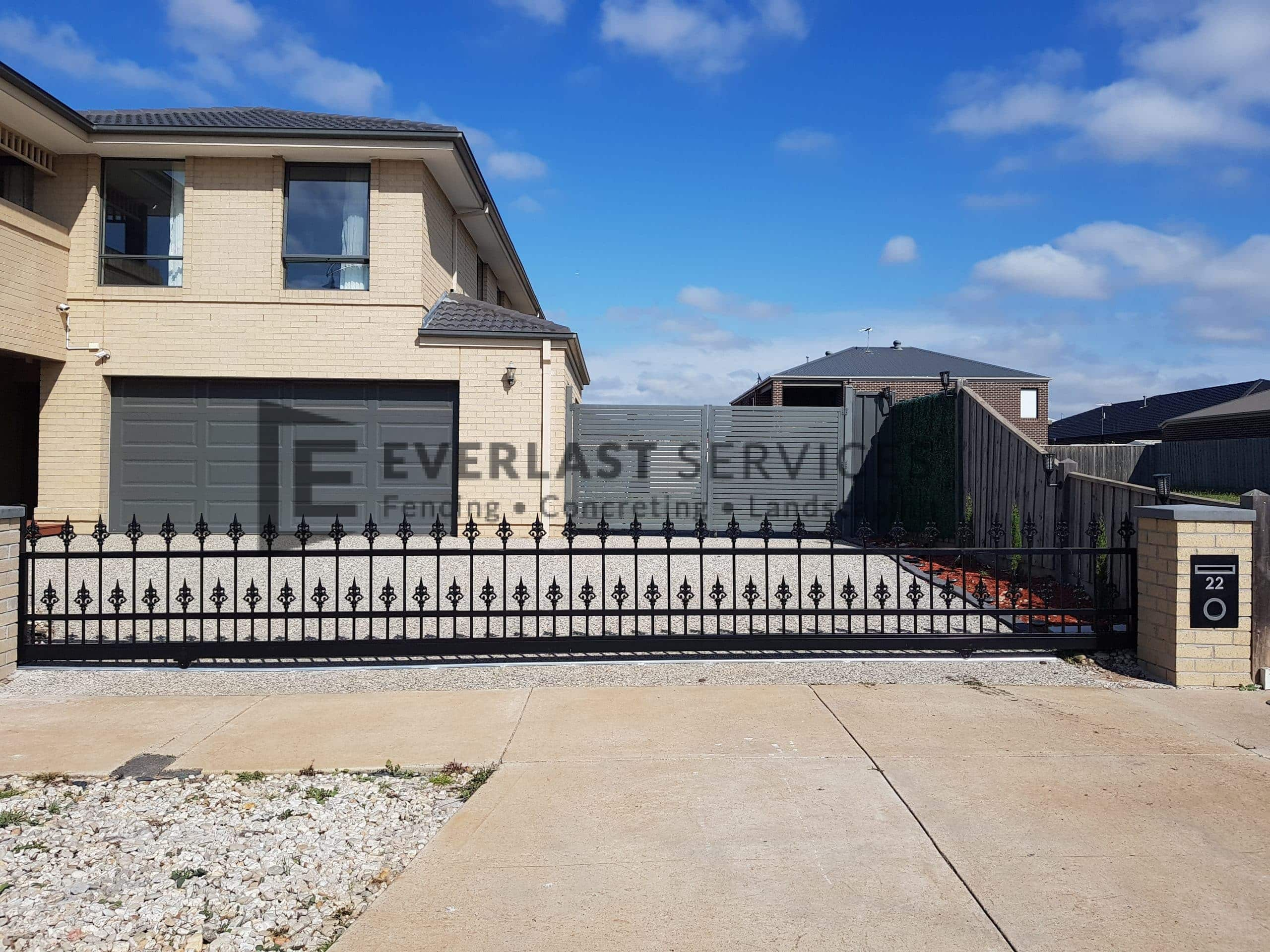 SG86 - Black Steel Fence with sliding gate