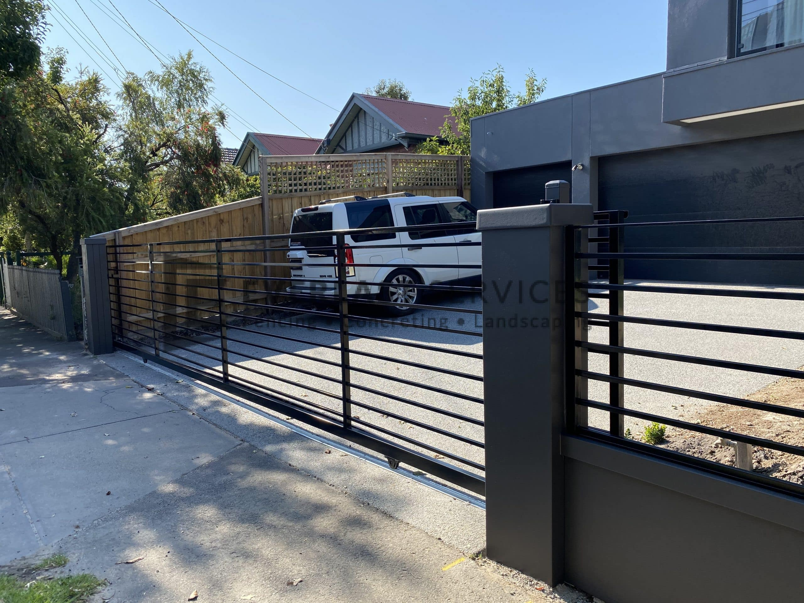 MW99 - Modular Wall with Sliding Gate