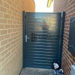 SS146 – Single Gate between two brick walls