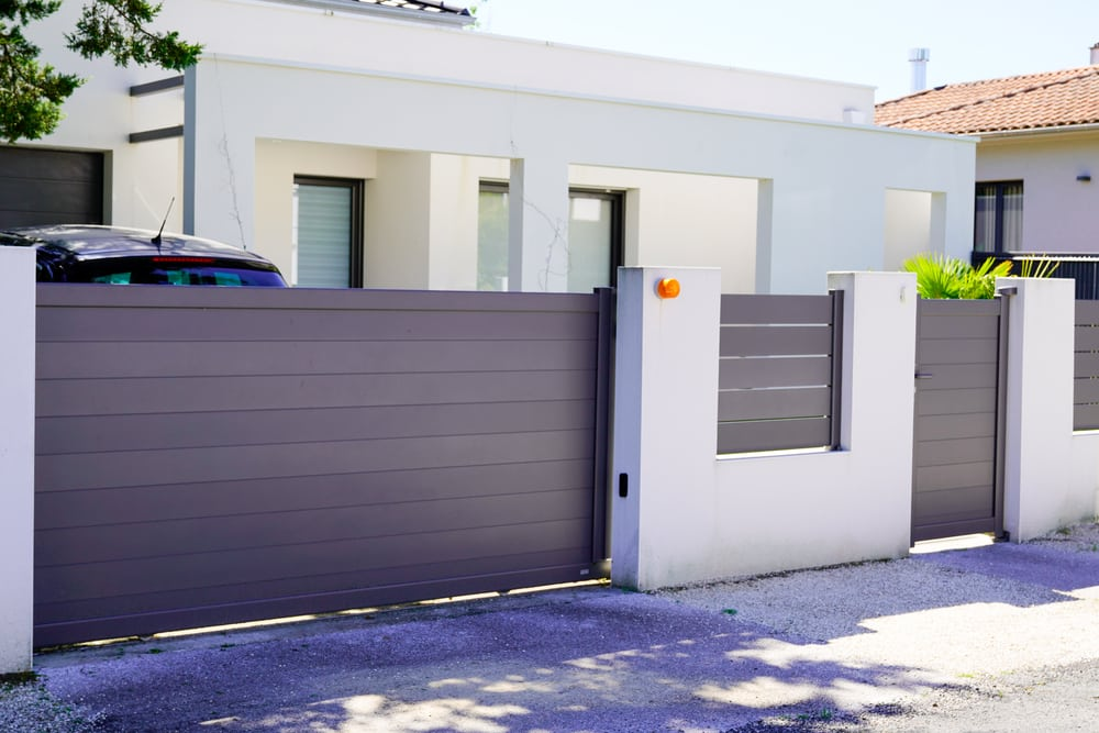 how to choose the right fence colour