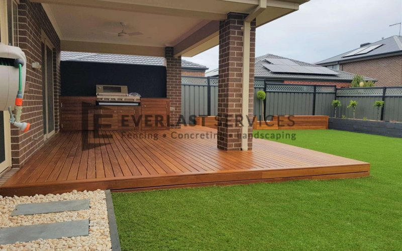 Alfresco decking with outdoor kitchen