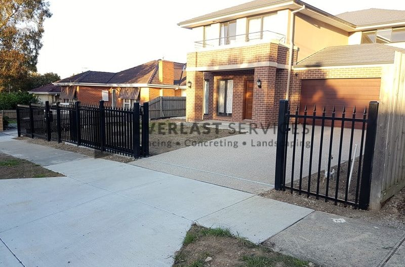 SF162 - Square Level Spear Steel Fencing Black